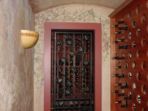 tuscan-inspired-ivy-grapes-wall-mural-bradenton-florida